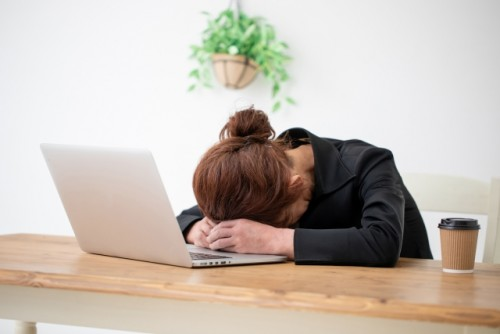 残業100時間で生活に支障をきたすことがあります。