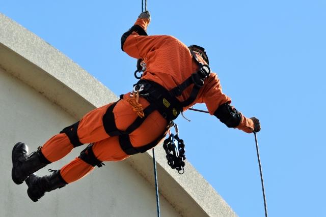 消防士の平均年収は700万円超え!給料を上げる3つの方法について